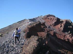 Durchs Lava-Geröll zum Rinjani-Gipfel
